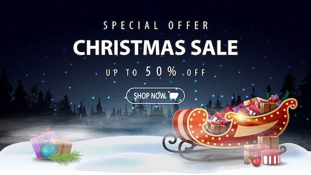 Специальное предложение, новогодняя распродажа, скидка до 50%, дисконтный баннер с ночным зимним пейзажем и санта-сани с подарками в тумане