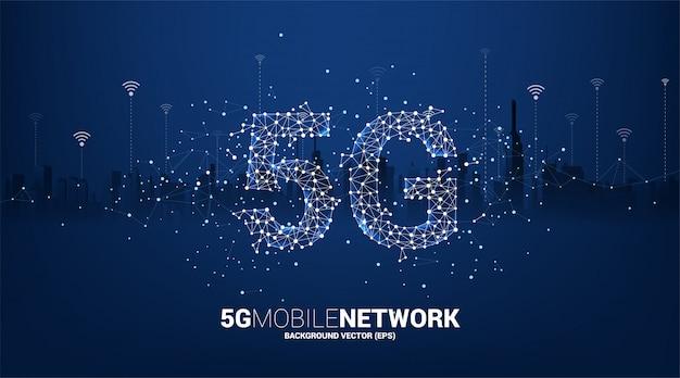 街の背景を持つポリゴンドットコネクトライン形状の5gモバイルネットワーキング。モバイルsimカード技術とネットワークのコンセプト。