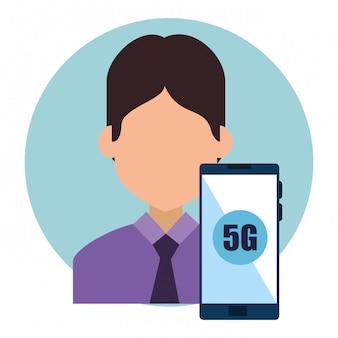 ビジネスマンおよび接続5gテクノロジーを備えたスマートフォン