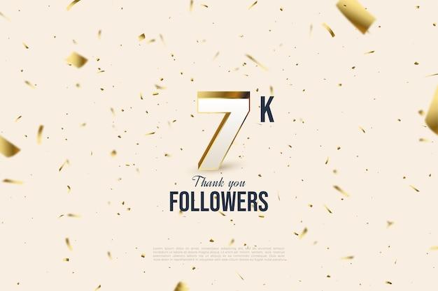 Фон 7k последователей с разбросанными числами и золотой фольгой.