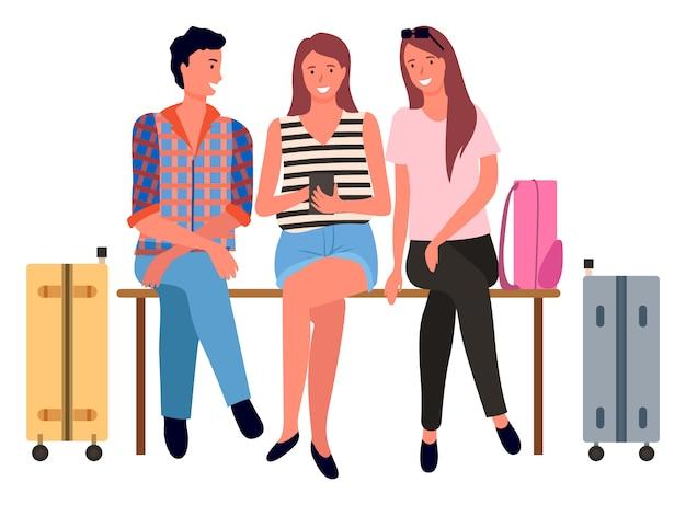 Зал ожидания аэропорта, пассажиры с багажом