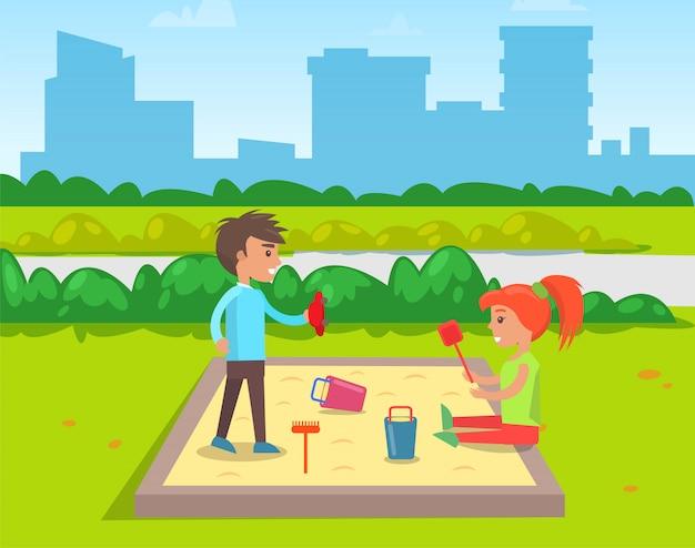 サンドボックスボーイガールフレンドで遊ぶ子供たち