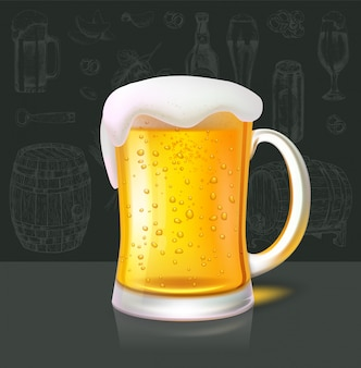 さわやかな冷たいビールのマグカップ