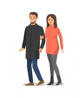 Пара гуляет и обнимает изолированных людей