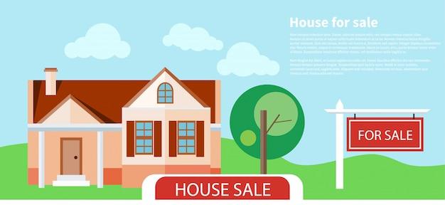 美しい新しい家の前で売却の記号で家を売った