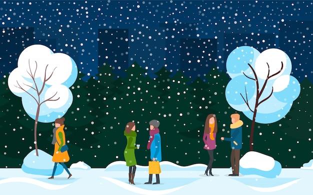 冬の吹雪の都市公園で歩く人