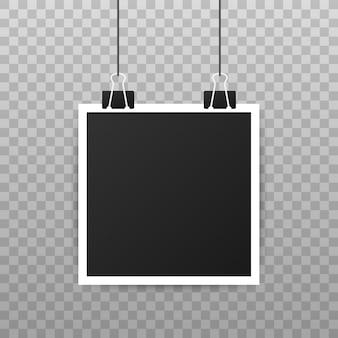 フォトフレームモックアップデザイン。あなたのイメージのための空白の現実的な写真。