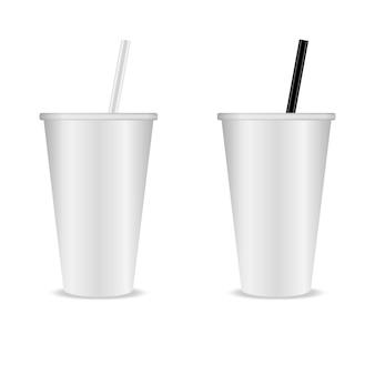 Две пластиковые прозрачные чашки с трубочкой