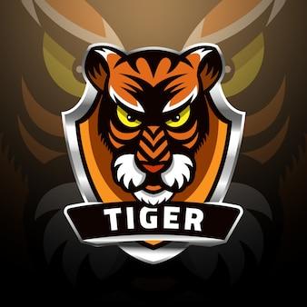 Голова тигра на щите с логотипом киберспорта
