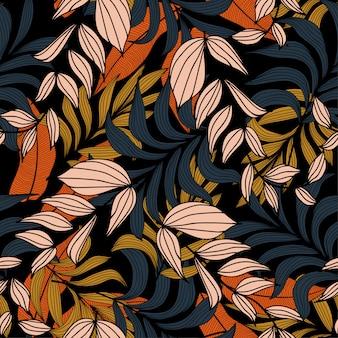 Летний бесшовный тропический узор с оранжевыми и бежевыми листьями