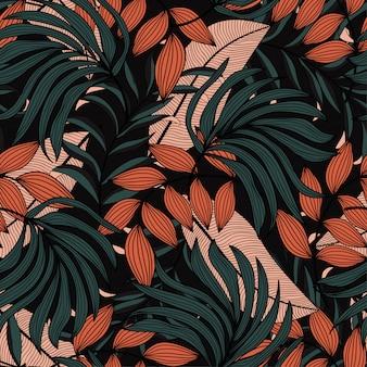 Модный тропический бесшовный узор с бежевыми и зелеными листьями