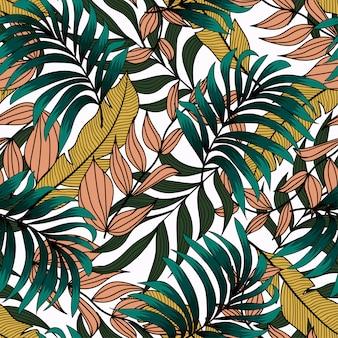Оригинальный бесшовный узор с тропическими желтыми и зелеными листьями и растениями на белом фоне