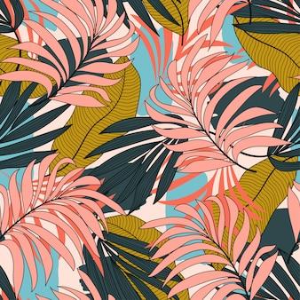 Абстрактный тропический бесшовный узор с разноцветными листьями и растениями