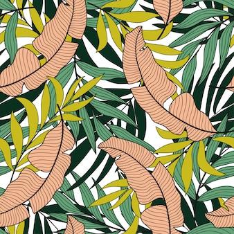 Модный тропический бесшовный узор с разноцветными экзотическими листьями и растениями бежевого цвета