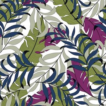 明るい紫と緑の葉と植物の夏のシームレスな熱帯パターン