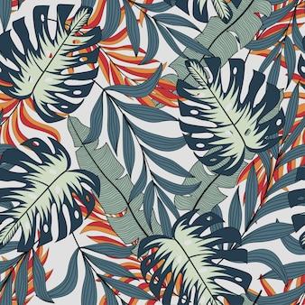 Модный тропический бесшовный узор с красивыми синими и красными листьями и растениями