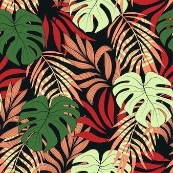 明るい赤と緑の葉と植物のトレンディなシームレスな熱帯パターン