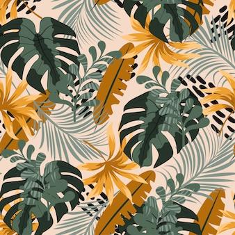 明るい緑とオレンジの葉と植物のシームレスな熱帯パターン