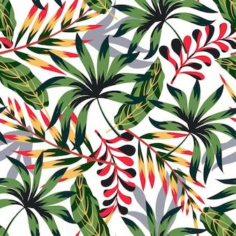 Тренд абстрактный тропический бесшовный узор с яркими листьями и растениями на светлом фоне
