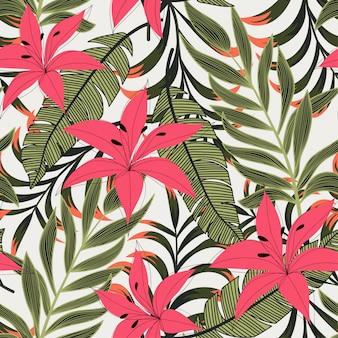 Абстрактный яркий бесшовный фон с разноцветными тропическими листьями и цветами на свете