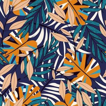 Тренд бесшовные модели с красочными тропическими листьями и растениями