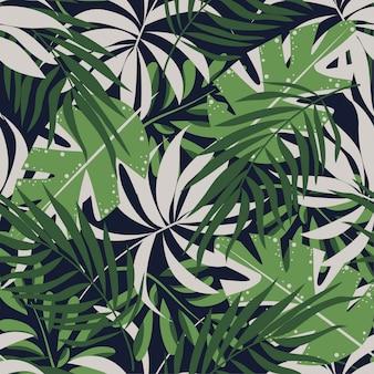 Абстрактный бесшовные модели с разноцветными тропическими листьями и растениями на синем фоне