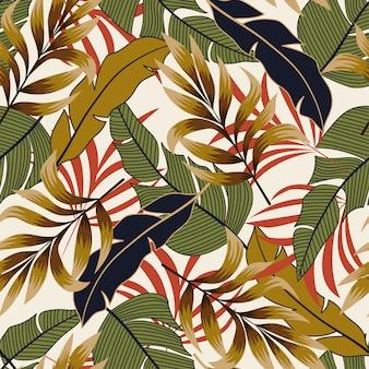 明るい植物と葉を持つトロピカルスタイルのシームレスパターン
