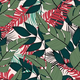 緑と赤の熱帯の葉と植物のカラフルなシームレスパターン