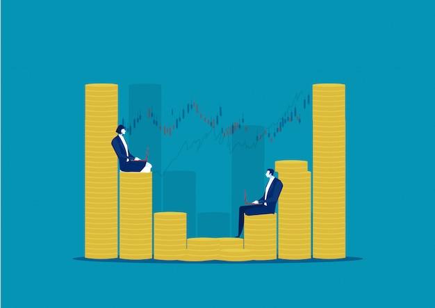 異なるサイズのコインスタックに座って作業している実業家。お金の概念を作ります。