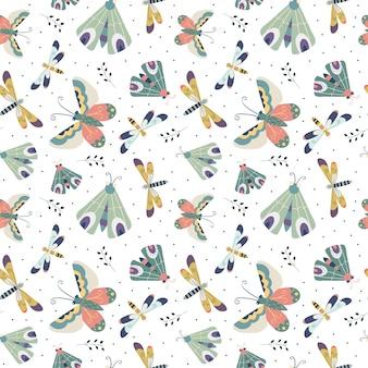 Бесшовный фон с бабочкой, бабочкой и стрекозой на белом фоне