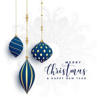 白い背景上の最高の装飾的なクリスマスボール