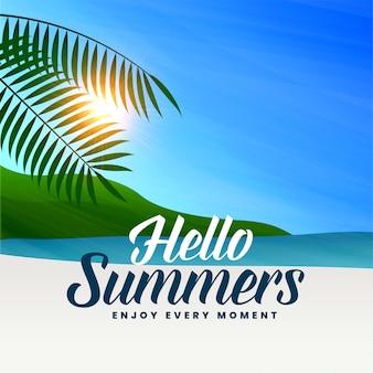 Летняя пляжная сцена с солнечным светом и листьями