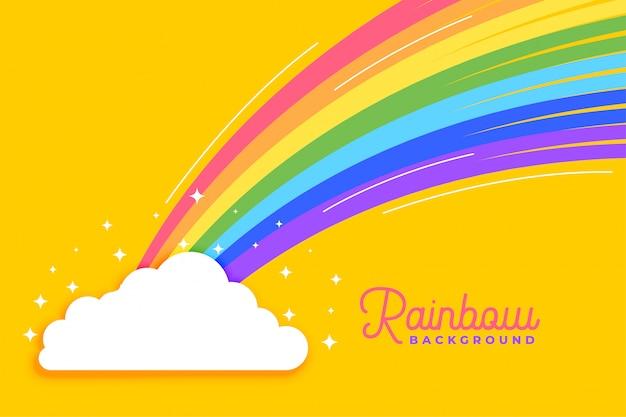 雲の明るい背景を持つ虹