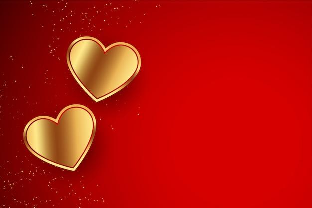 バレンタインデーのための黄金の心を持つ赤の背景
