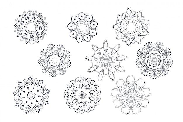 丸みを帯びた装飾用の装飾的なマンダラパターンセット