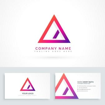 対角線と名刺を持つ抽象三角形のロゴ