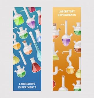 フラスコのバナーセット。分析用のさまざまな実験用ガラス器具と液体、オレンジ、黄色、赤の液体を含む試験管
