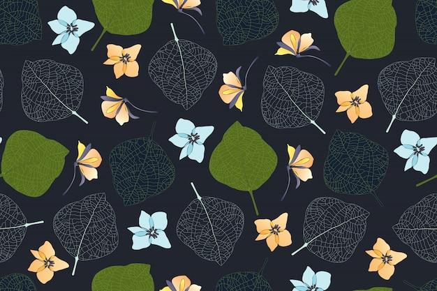 Художественный цветочный бесшовный образец. зеленые, темные листья, белые жилки листьев, ледяной синий и бледно-желтые цветы, изолированные на темном фоне. бесконечный узор