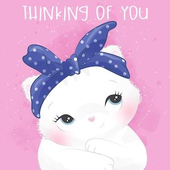 Милый маленький котенок портрет с выражением мышления