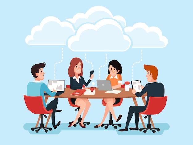 ビジネスチームのデスクでオンラインのラップトップを使用して、オフィスの文書を共有するビジネス人々