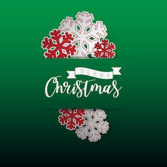 緑の背景にクリスマス雪フレークの紙カット。