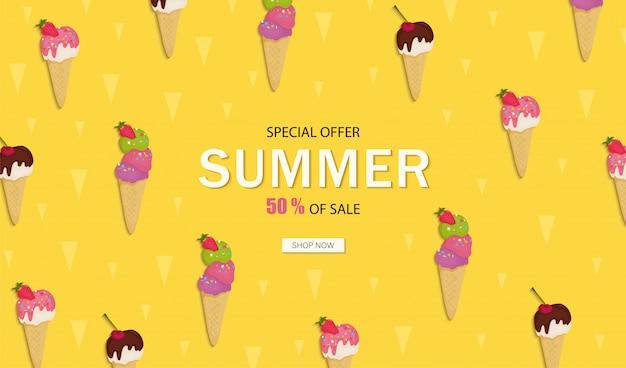 Баннер летняя распродажа. мороженое с шоколадом, фруктами, орехами, фисташками, клубникой, вишней