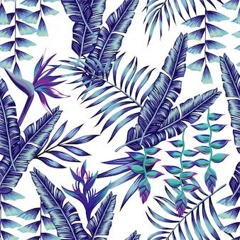 青い熱帯の花とヤシの葉のシームレスパターン