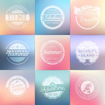 夏の休日、旅行、休暇のラベルのセット。ヴィンテージバッジ