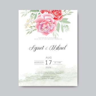 Свадебное приглашение с красивым цветком и листьями