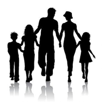 家族が一緒に歩くのシルエット