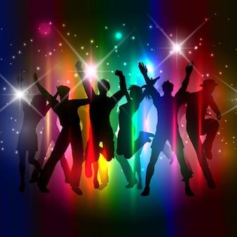 カラフルな人々がシルエットを踊る群衆