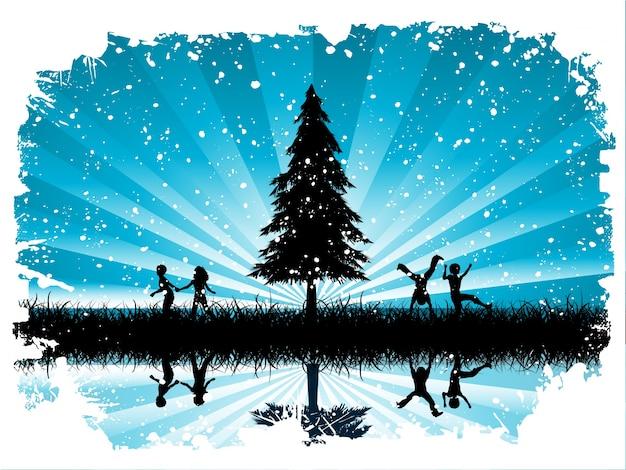 Дети, играющие в снегу