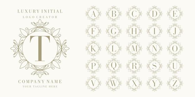 花のフレームを使用したプレミアム初期ロゴデザイン