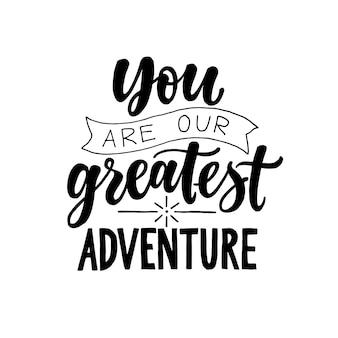 あなたは私たちの最大の冒険です。黒と白モダンでスタイリッシュな手描きの保育園のレタリング。